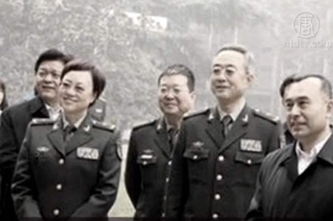 Генерал-майор Гао Сяоянь (слева) была арестована 27 ноября по обвинению в коррупции. Эксперты считают, что она участвовала в насильственном извлечении органов у живых людей. Фото: скриншот/NTD | Epoch Times Россия