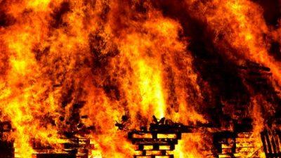 Для спасения из пожара женщина использовала простыни и занавески (но пожарные не одобрили)