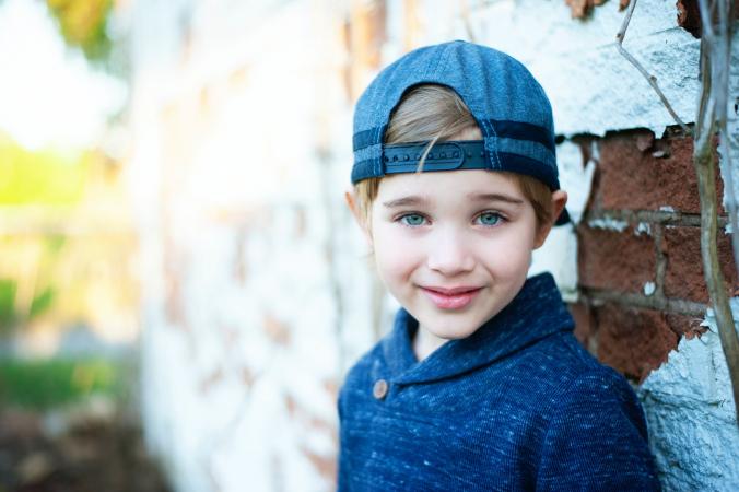 garrett jackson UKxemYWiBf4 unsplash 676x450 1 - 7-летний мальчик убежал от мамы на кладбище. Она нашла сына сидящим на могиле одного сержанта
