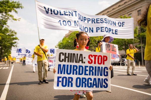 Приверженцы Фалунь Дафа на акции протеста против насильственного извлечения органов. Вашингтон, 20 июля 2017 года. Фото: Benjamin Chasteen/The Epoch Times | Epoch Times Россия
