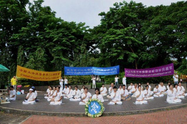 Акция памяти сторонников Фалуньгун, погибших в результате репрессий в Китае. Торонто, Канада. 2013 год. Фото: NTD | Epoch Times Россия