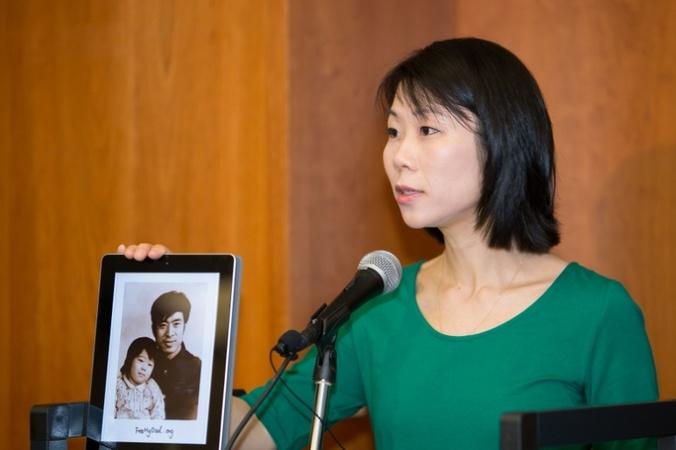 Ван Сяодань, дочь Ван Чживэня, недавно освобождённого из китайских застенок узника совести, планирует привезти отца на лечение в США. Фото: Li Sha/Epoch Times | Epoch Times Россия