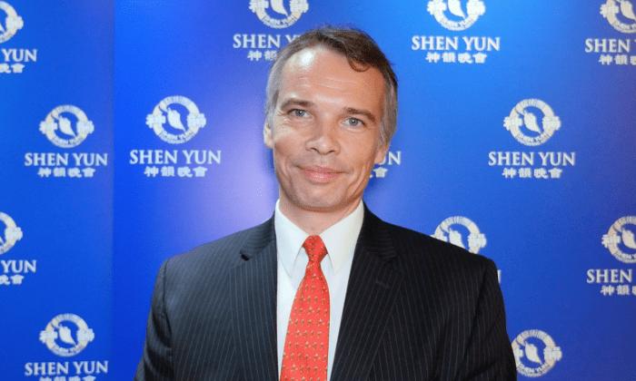 Евгений Петров наслаждался представлением Shen Yun Performing Arts в Линкольн-центре 10 марта 2016 года (любезно предоставлено NTD Television) | Epoch Times Россия