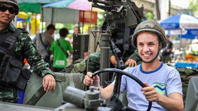 Военные Таиланда ликвидируют последствия протестов
