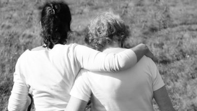 (Видео) Чтобы поддержать больную раком дочь, мама сделала то, что заставило плакать 4 млн пользователей интернета