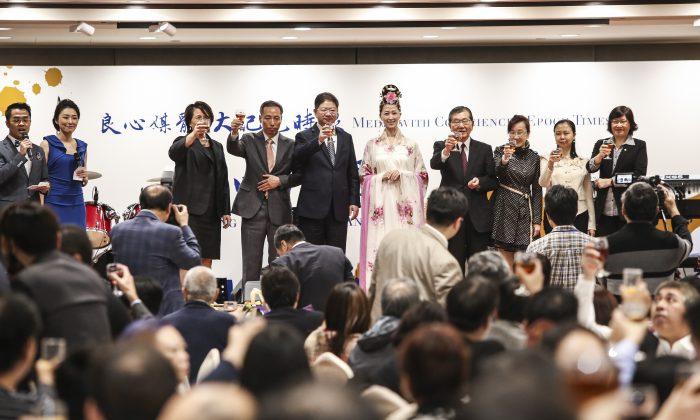 Epoch Times Hong Kong приняла более 200 гостей из деловых кругов, СМИ и политических кругов Гонконга на площадке в Цим Ша Цуй по случаю 15-й годовщины основания газеты 1 декабря 2015 г. (Poon Cai-shu / Epoch Times) | Epoch Times Россия