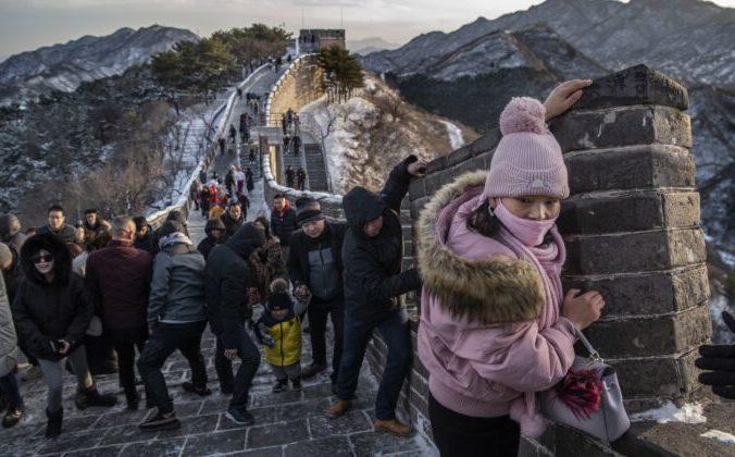 Туристы на Великой китайской стене зимой, Бадалин, Китай, 30 ноября 2019 года. Kevin Frayer/Getty Images   Epoch Times Россия