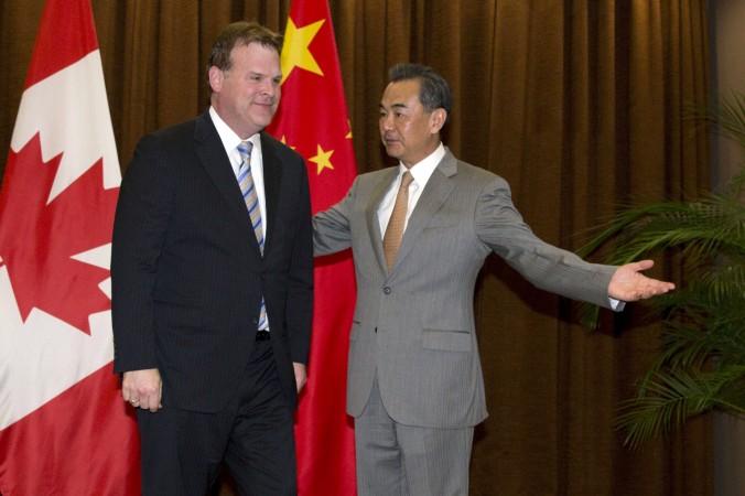 Министр иностранных дел Канады Джон Бэрд и министр иностранных дел Китая Ван И в Пекине, 29 июля 2014 г. Фото: NG HAN GUAN/AFP/Getty Images | Epoch Times Россия