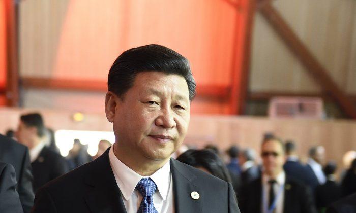 Си Цзиньпин, лидер Коммунистической партии Китая, прибудет на пленарное заседание конференции COP 21 Организации Объединенных Наций по изменению климата в Париже 30 ноября 2015 г. (Eric Feferberg / AFP / Getty Images)   Epoch Times Россия