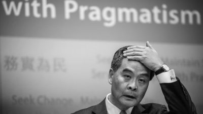 Китайские чиновники «приручили» главу Гонконга