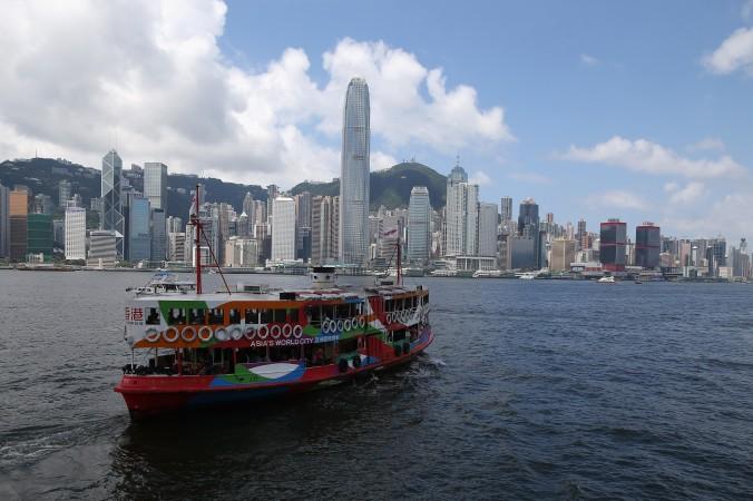 Паром Star Ferry пересекает гавань Гонконга. 10 июня 2014 года канцелярия Госсовета Китая издала официальный документ, изменяющий принцип «одна страна — две системы». Фото: David Rogers/Getty Images | Epoch Times Россия