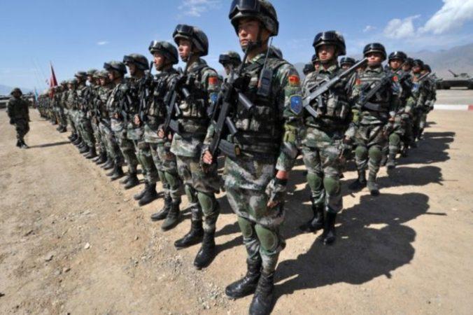 Китайские солдаты на совместных военных учениях в Балыкчи, Киргизия, 19 сентября 2016 года. Фото: VYACHESLAV OSELEDKO/AFP/Getty Images | Epoch Times Россия