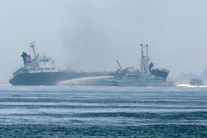Пожар на танкере Сёко-мару. Фото: JIJI PRESS/AFP/Getty Images | Epoch Times Россия