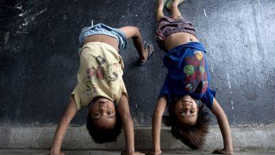 Девочка Дженналин стала 100-миллионным жителем Филиппин