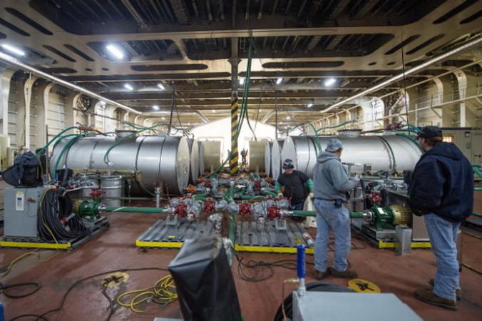 Гидролизные установки для уничтожения сирийского химоружия на американском корабле Cape Ray. Фото:  JIM WATSON/AFP/Getty Images | Epoch Times Россия