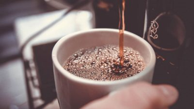 Пьёте кофе каждый день? Вот 7 причин продолжить это делать и 2, по которым стоит себя ограничить