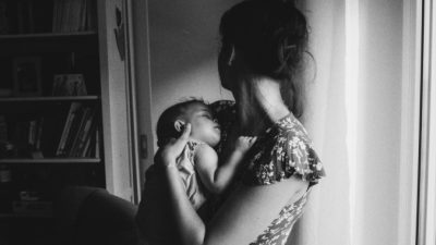 Мать-одиночка поделилась со стажёром тяготами жизни. Её откровенность была более чем вознаграждена
