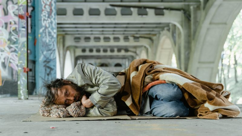 Бездомный. Фото: pexels.com/ru-ru/@mart-production   Epoch Times Россия