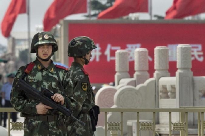 Китайская военизированная полиция дежурит на площади Тяньаньмэнь 4 июня 2014 года, Пекин, Китай. Фото: Kevin Frayer/Getty Images | Epoch Times Россия