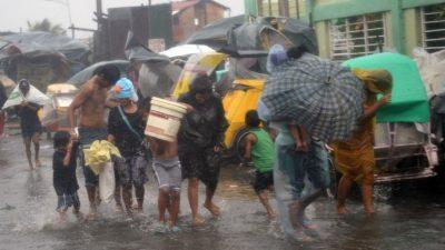 На столицу Филиппин обрушился мощный тайфун