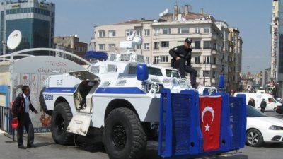 В Турции прощаются с погибшими в уличных столкновениях, полиция ожидает новых акций протеста