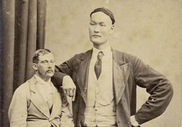 Известный китайский великан Чжан Шицай 19 века. (через Toutiao.com)   Epoch Times Россия