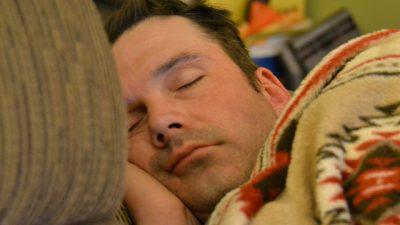 Недостаток сна может способствовать развитию болезни Альцгеймера
