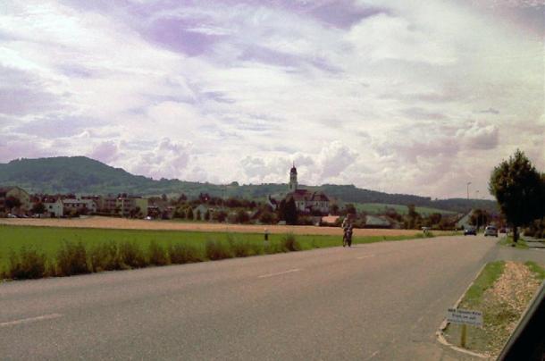 Дорога, ведущая к городу Фрик, кантон Ааргау, Швейцария. Фото: public domain | Epoch Times Россия