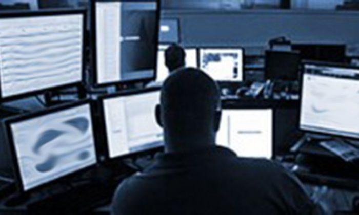Исследователь из охранной компании DBI ищет в даркнете. Правительства, правоохранительные органы и частные предприятия обращаются к Darknet для расследования террористических организаций, организованной преступности и кибератак. ПРИМЕЧАНИЕ: это фото было изменено по соображениям безопасности. (DBI)   Epoch Times Россия