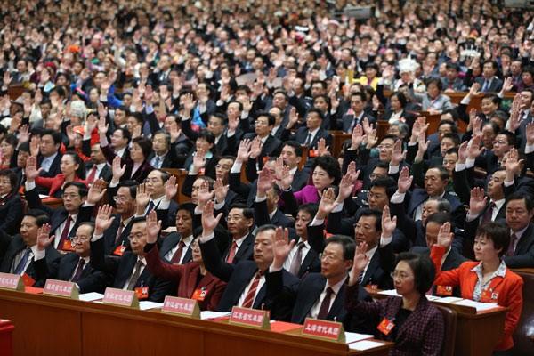 Делегаты голосуют на XVIII Национального Конгресса в марте 2012 г. (Nandu)   Epoch Times Россия
