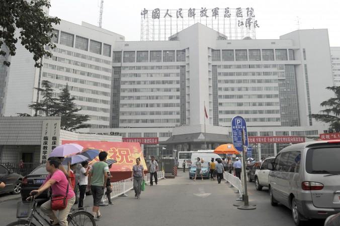 Военный госпиталь 301 в Пекине 6 июля 2011 года. Фото: Liu Jin/AFP/Getty Images | Epoch Times Россия