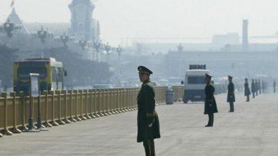 Китайские милиционеры угрожали девушкам посадить их в камеру с преступниками и ВИЧ-инфицированными