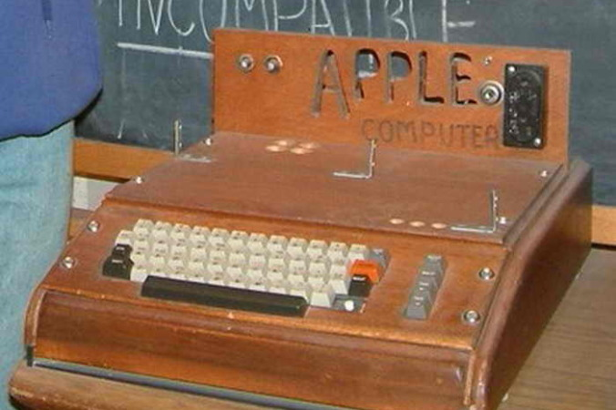 Один из первых компьютеров Apple-1, изготовленных в 1976 году. Автор: Photo taken by rebelpilot - rebelpilot's Flickr Site, CC BY-SA 2.0, https://commons.wikimedia.org/w/index.php?curid=183820   Epoch Times Россия