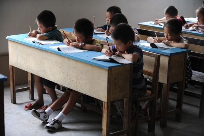 Китайские школьники во время занятий в Хэфэй, восточная китайская провинция Аньхой, 20 сентября 2010 года Фото: STR/AFP/Getty Images | Epoch Times Россия