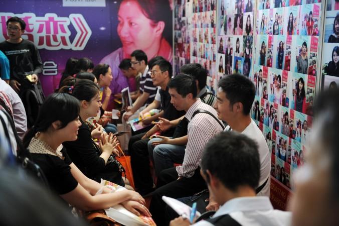 Быстрое знакомство на брачной выставке в Шанхае, 27 мая 2012 г. Фото: Peter Parks/AFP/Getty Images | Epoch Times Россия