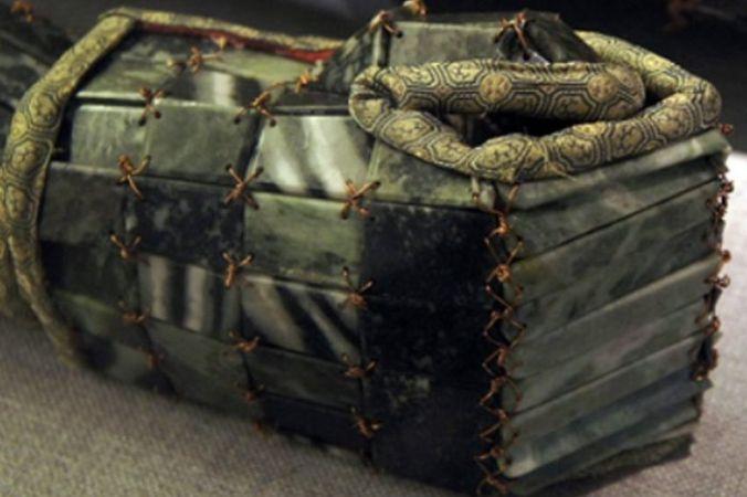 В древнем Китае правителей хоронили в нефритовых костюмах