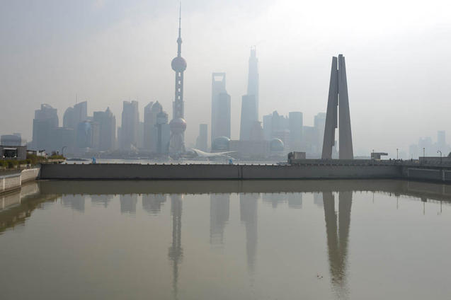 В Китае 40% рек и 80% всех пресноводных озёр сильно загрязнены из-за быстрого промышленного роста. Фото: Peter Parks/AFP/Getty Images   Epoch Times Россия