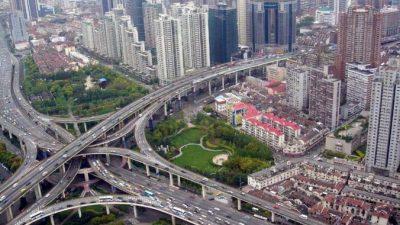 В Шанхае откроют новые автобусные полосы и запустят спецавтобусы