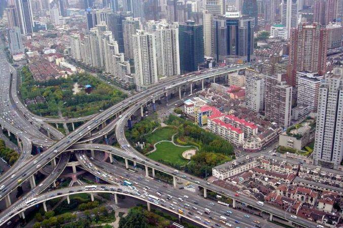 Автомобильная развязка в Шанхае. Фото: Alex Needham/Wikipedia Commons/Public Domain   Epoch Times Россия