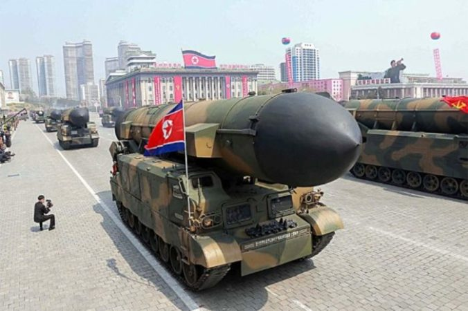 Северокорейская пусковая установка для баллистических ракет. Северная Корея получала помощь от Китая для своих ядерных и ракетных программ. Фото: STR/AFP/Getty Images | Epoch Times Россия