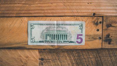 Прохожий дал «бездомному» 5$. Он не знал, что это был сам «Гарри Поттер»
