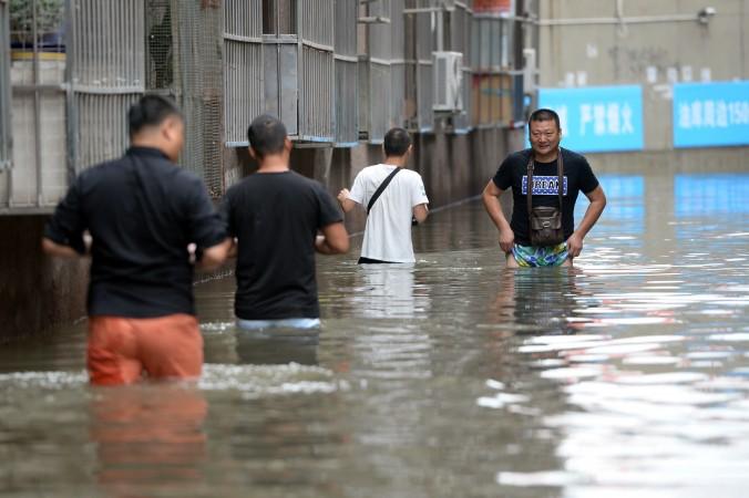 Затопленный район Чанпин в Пекине, Китай, 21 июля 2016 года. Фото: STR/AFP/Getty Images   Epoch Times Россия