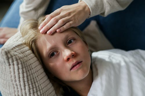Ребёнок заболел. cottonbro/pexels.com/ru-ru/license/      Epoch Times Россия