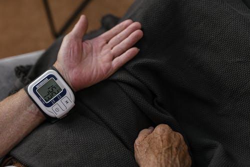 Замер артериального давления. SHVETS production/pexels.com / License  | Epoch Times Россия