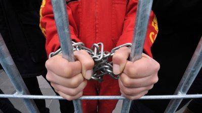 От 5 до 12 лет получили полицейские, подбросившие наркотики журналисту Голунову