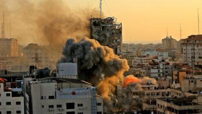 14-этажная башня в секторе Газа обрушилась в результате израильских авиаударов