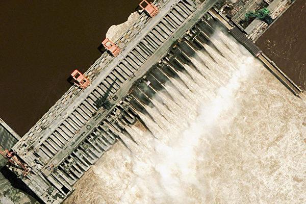 Спутниковый снимок плотины «Три ущелья» на реке Янцзы. DigitalGlobe via Getty Images   Epoch Times Россия