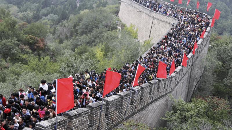 Туристы посещают Великую Китайскую стену. Проблема расизма в стране больше, чем проблема афрофобии. Reuters    Epoch Times Россия