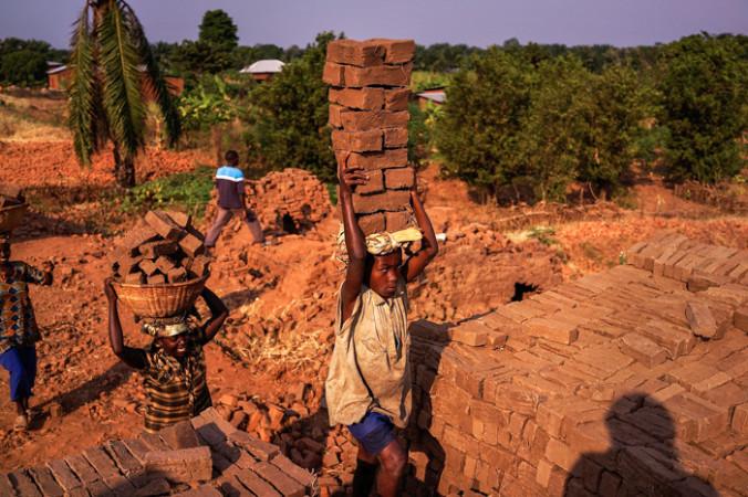 Африканские рабочие. SpencerPlatt/GettyImages | Epoch Times Россия