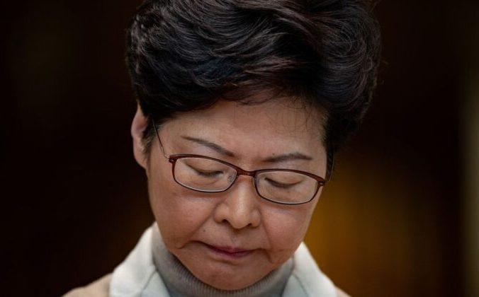 Лидер Гонконга Кэрри Лам выступает на пресс-конференции в Гонконге 10 декабря 2019 года. Philip Fong/AFP via Getty Images  PHILIP FONG/AFP via Getty Images   Epoch Times Россия